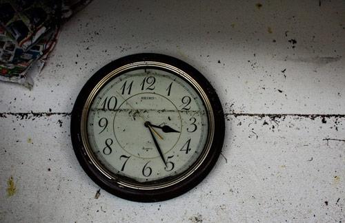 Tsunami clock